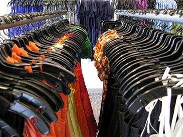 dameskleding sale in winkel